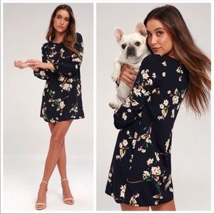 🌟NWT🌟Lulu's Herbaceous Navy Floral Shift Dress